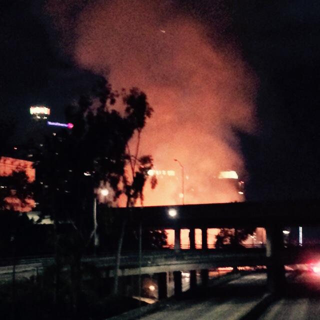 Massive fire on West Temple Street in Downtown Los Angeles. Believed to be a construction site. #nosleep http://t.co/NU1bT0ZzIn