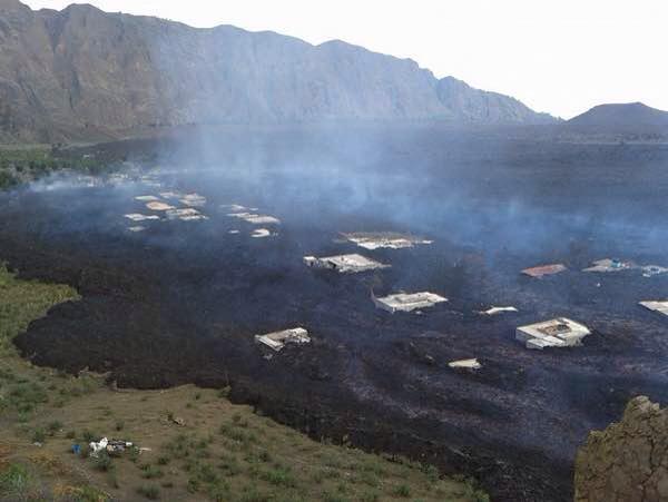Extreme close up of the Fogo volcano eruption, status update B4UocOrCMAEjqXD
