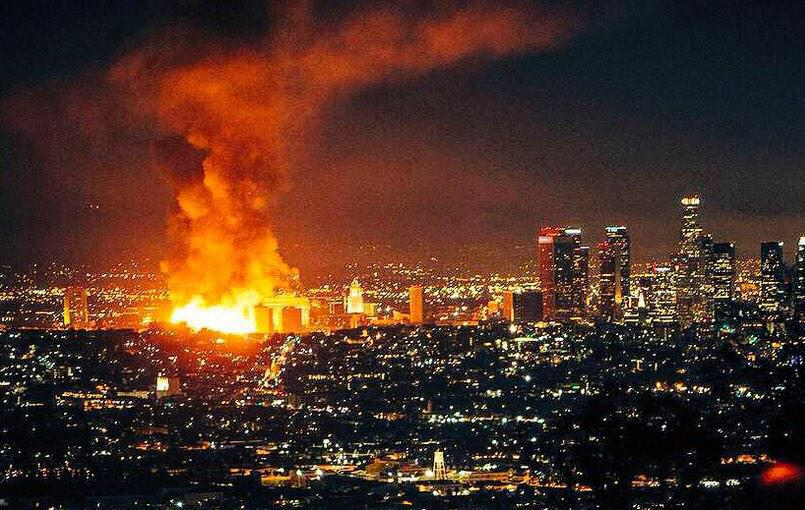 I think these 3 pictures best illustrate the scale of the #DTLAfire http://t.co/Kp5gH0pA6M