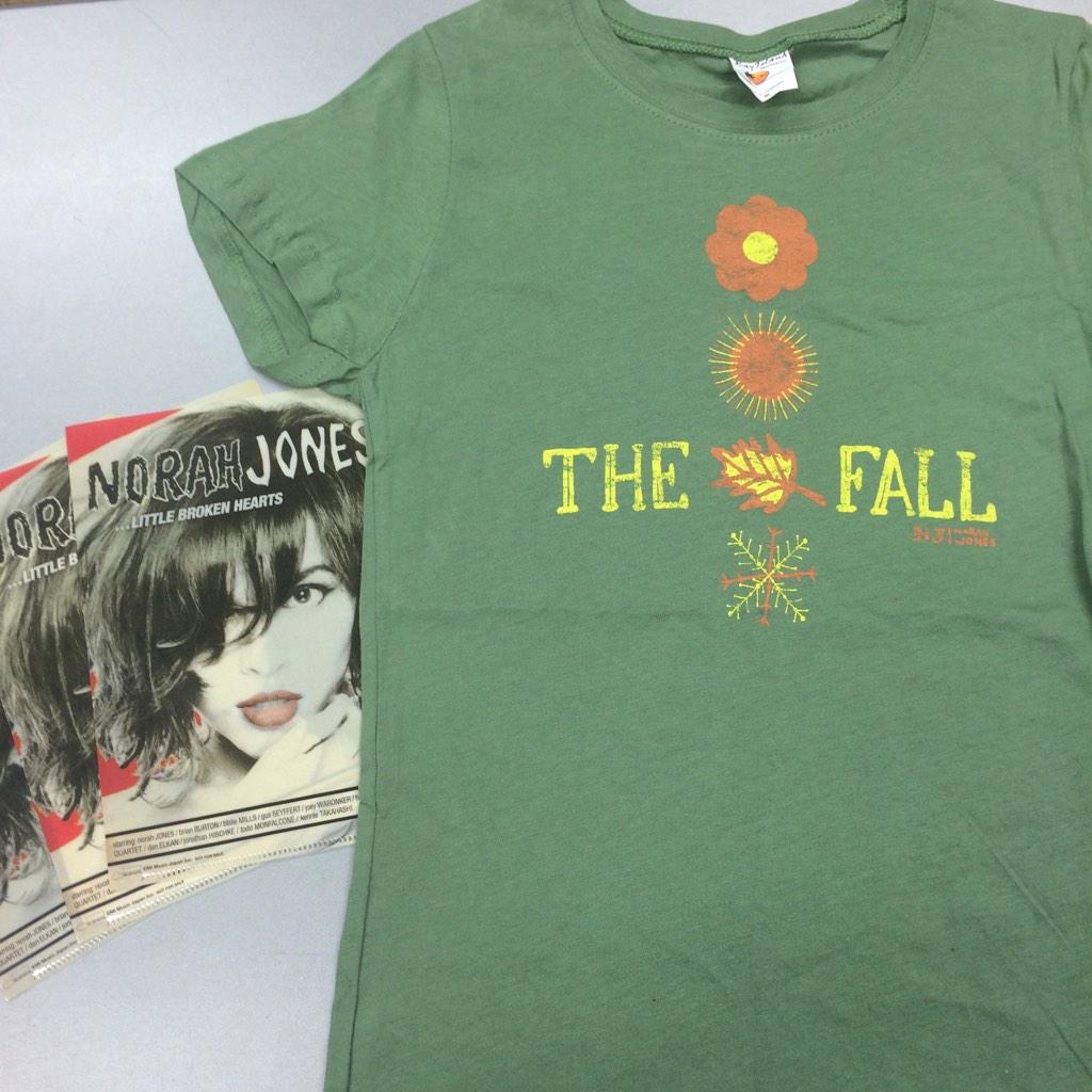 【ノラ・ジョーンズ】アルバム『ザ・フォール』Tシャツとファイル3枚セットを抽選で1名様に蔵出しプレゼント。 @UNIVERSAL_JAZZ をフォローして、このツイートをRTするだけで応募です。締切12/10 #norahjones http://t.co/BLB7AmTZeZ