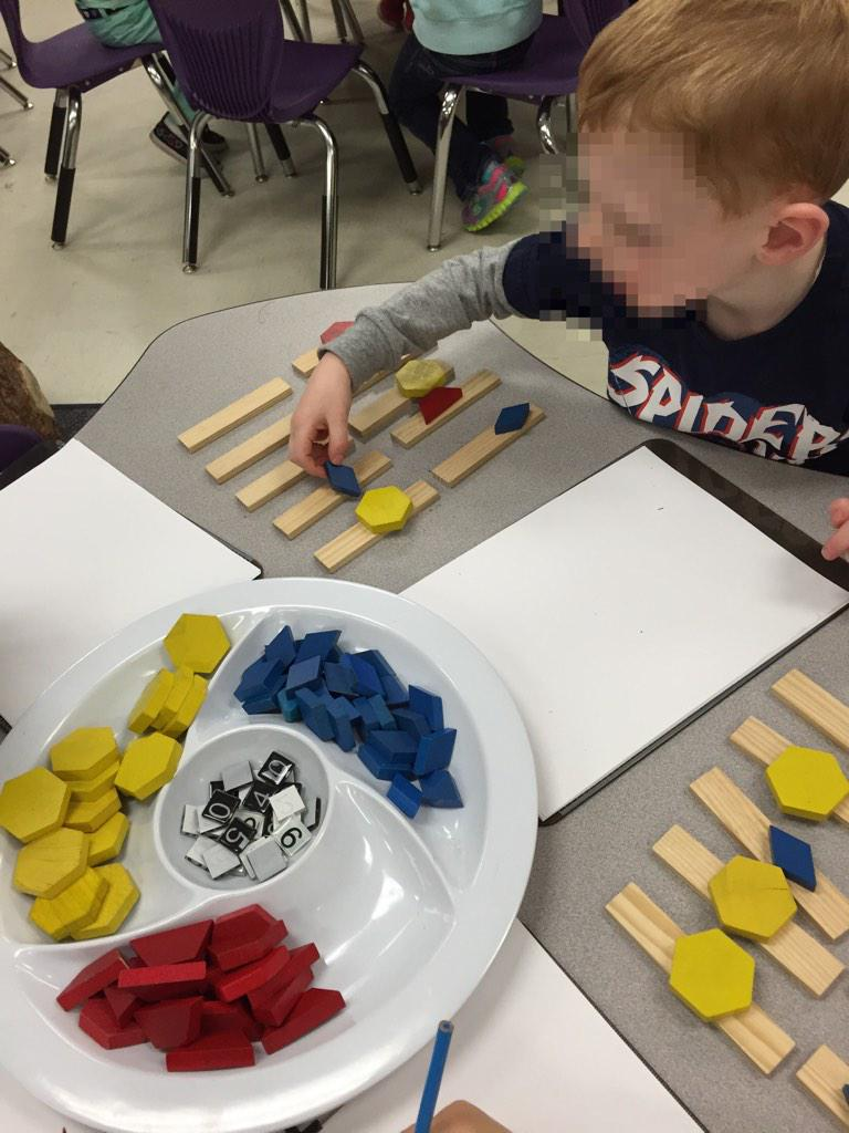 """NM """"I have 10 bows. 3 are yellow. 4 are blue. 3 are red. Blue is more!"""" #mtgr1 http://t.co/hsOpzh5Vk8"""