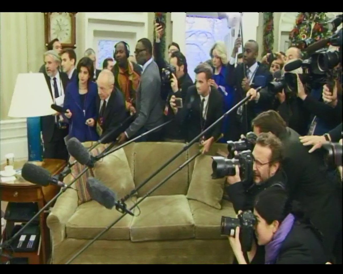 RT @markknoller: WH press pool struggles for position in Pres Obama photo op with Prince William. http://t.co/z6lgwvwYAN