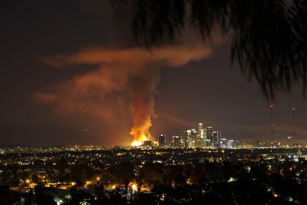 Via @nytimes: Photo from #LosAngeles #LACA fire this morning http://t.co/2Lsd3o9l62 #smem