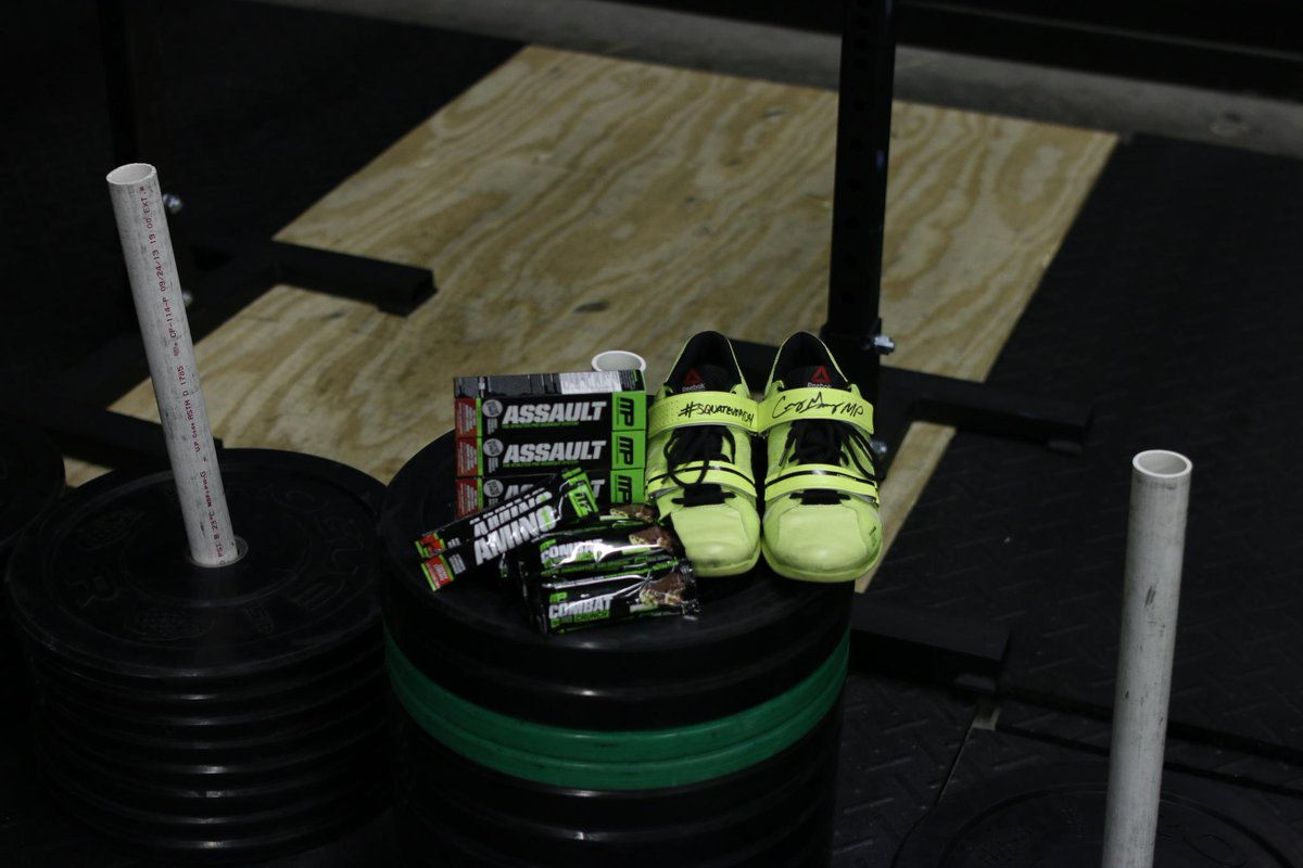 "(( #RT2enter )) ""I'm giving away a few pairs of signed #squateveryday @Reebok lifters w/ some @MusclePharm samples http://t.co/KJaiJcX3AM"
