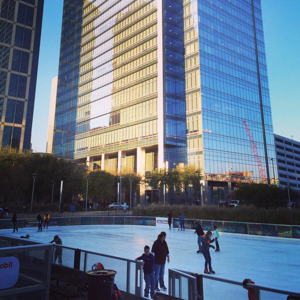 Cheap Skate Night at @DiscoveryGreen is open till 10pm. Perfect weather for $6 skating. @HOUcheap is onsite! http://t.co/wIQLSk2I1f