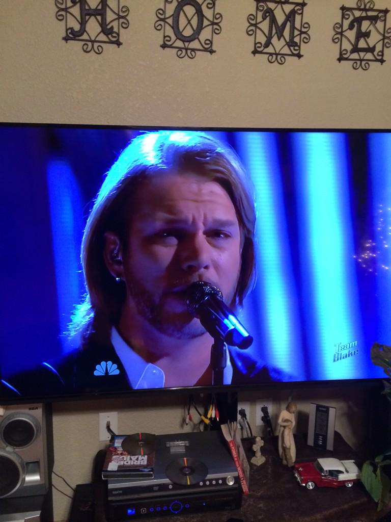 Glory to God! Thank you #BlakeShelton for standing with #CraigWayneBoyd in singing a Christian song on the voice. http://t.co/vbFWf8eycR