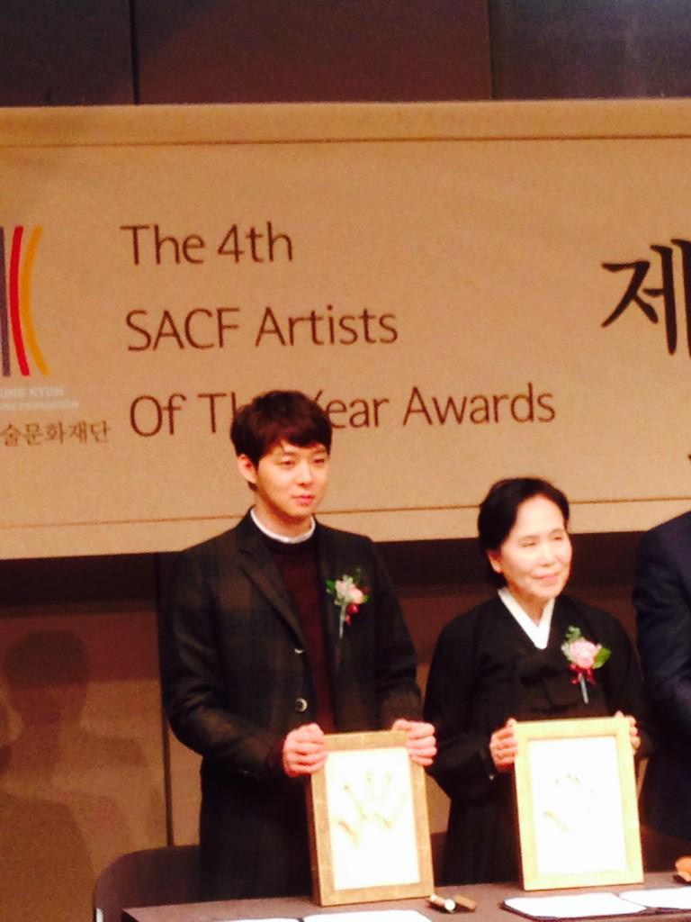 박유천 씨 팬분들을 위한 수상자 핸드프린팅 사진 올려드립지요..^^ http://t.co/V10EwSz514