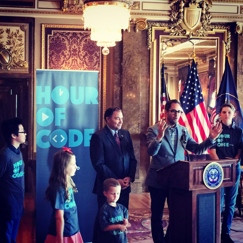 Telling my story of how my father taught me to code when I was 10 yrs old #HourOfCode @codeorg @pluralsight http://t.co/yEKSyfwqV5