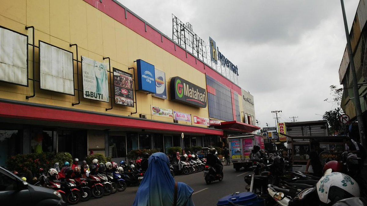 :) RT @adi_arta26: Jalan- jalan (@ Hypermart in Pekalongan, Jawa Tengah) http://t.co/ktWsNq2c7f http://t.co/UiFwYJLdJt