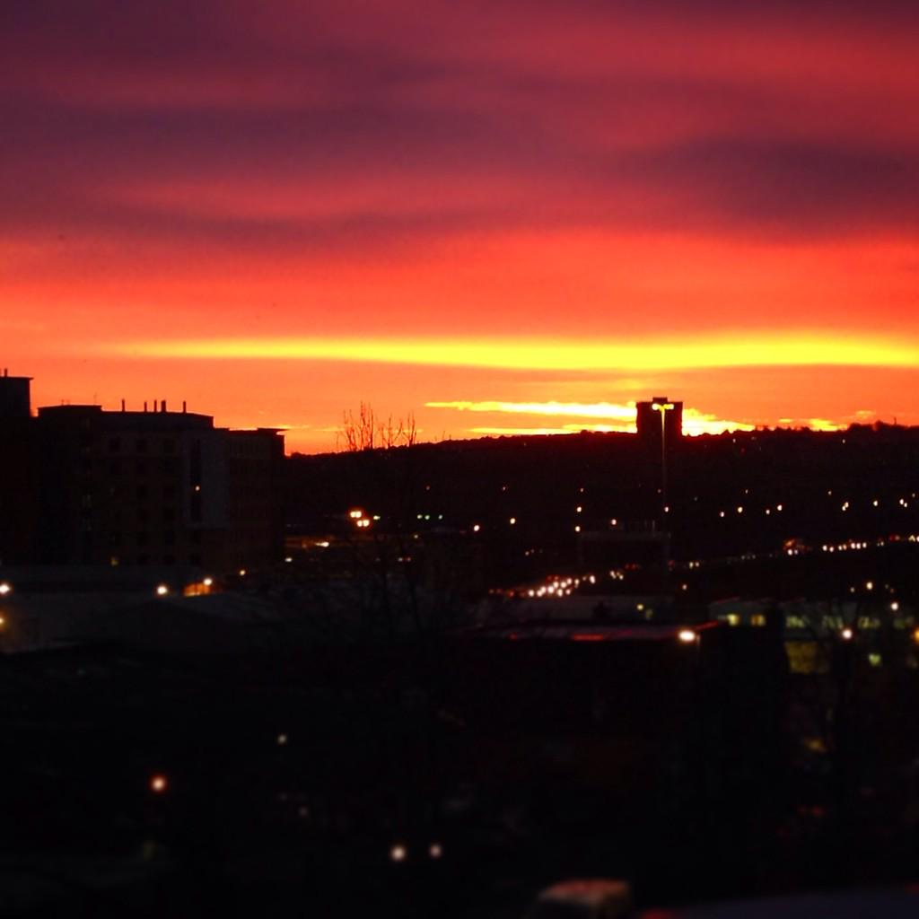 RT @shieldsie92: @carolvorders @SianWeather here's a north east Geordie sunrise for you both! #gateshead http://t.co/lmuoxL19nT