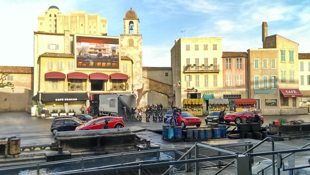 Moteurs... Action ! Stunt Show Spectacular (making of page 19) - Page 25 B4aTzY1CMAAsnbF