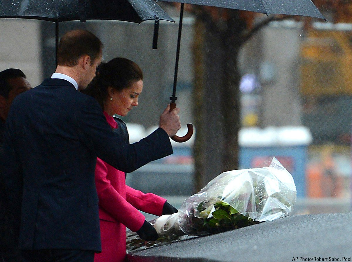 #PrinceWilliam and Kate, #DuchessOfCambridge, visit the @Sept11Memorial in New York. http://t.co/tEvKMs2INv