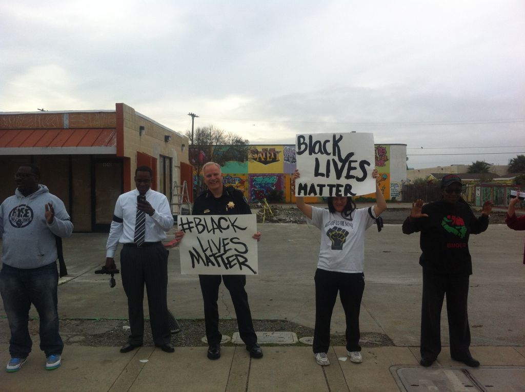 Standing in solidarity with the Richmond, CA Police Chief Chris Magnus the right to protest #BlackLivesMatter #DDK123 http://t.co/dzV5f54oZ6