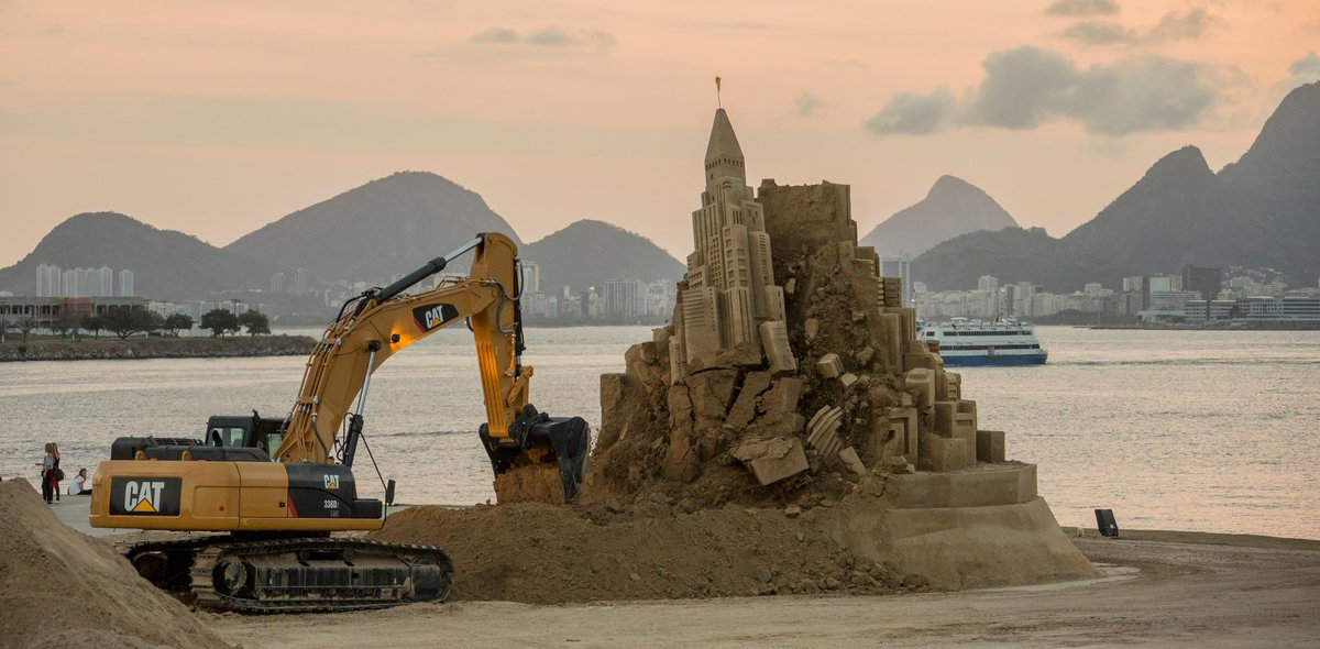 #Cat's sandcastle video views accelerating >43K, outpacing viral Cat Jenga vid http://t.co/qeNcHy7QgZ #CatSandcastle http://t.co/wlyOtpLkwf