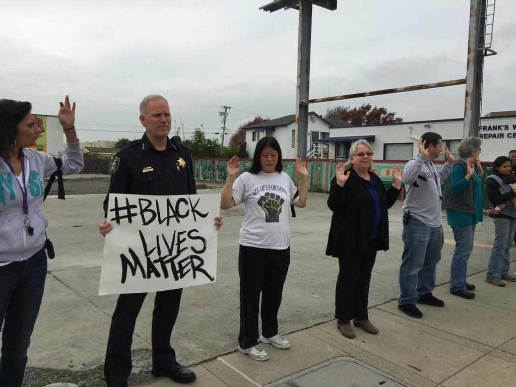 Richmond, CA Police Chief Chris Magnus Joins Protesters  #HandsUpDontShoot #BlackLivesMatter pic @RPDCAOnline http://t.co/HBwRbCryM5