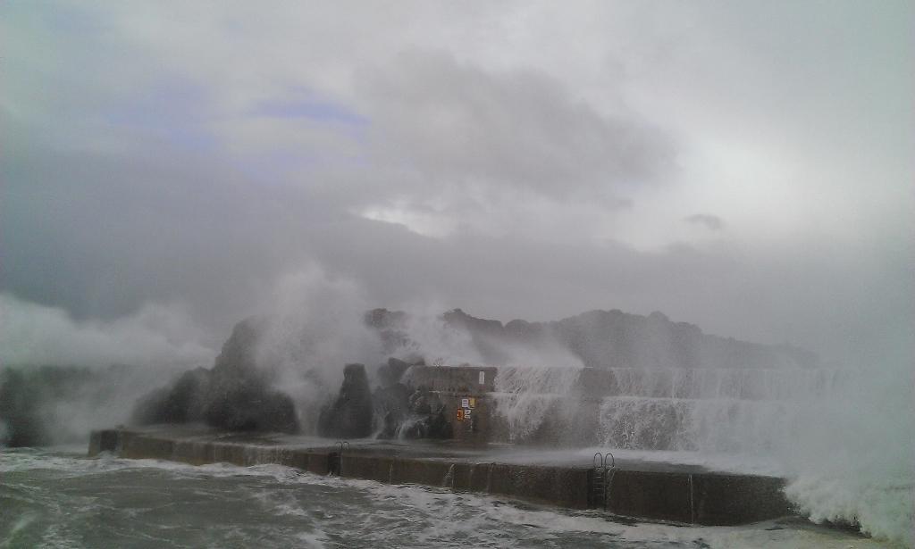 Portstewart harbour. Big. http://t.co/R1oKXtzN0R