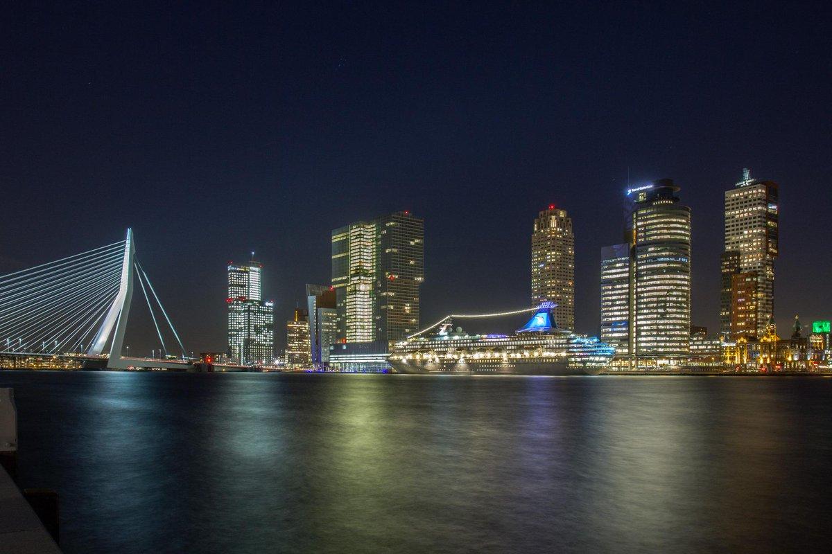 #MSArtania in @Rotterdam @wilhelminapier by #nightpic.twitter.com/Yj87gzhTt1