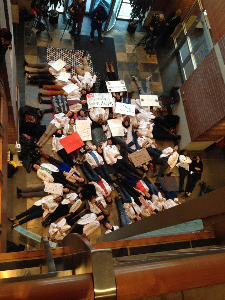 RT @MaddowBlog: RT @meaghanmcb: #whitecoats4blacklives at MCW. Proud of the students and their advocacy. http://t.co/CArNYVZmEX // Amazing ?