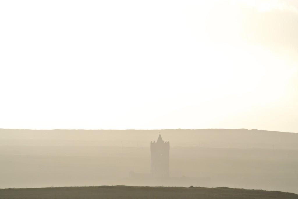 @irarchaeology Doonagore Castle blasted by sea spray today. #Winter #Storm #Clare http://t.co/enZsauJzYn