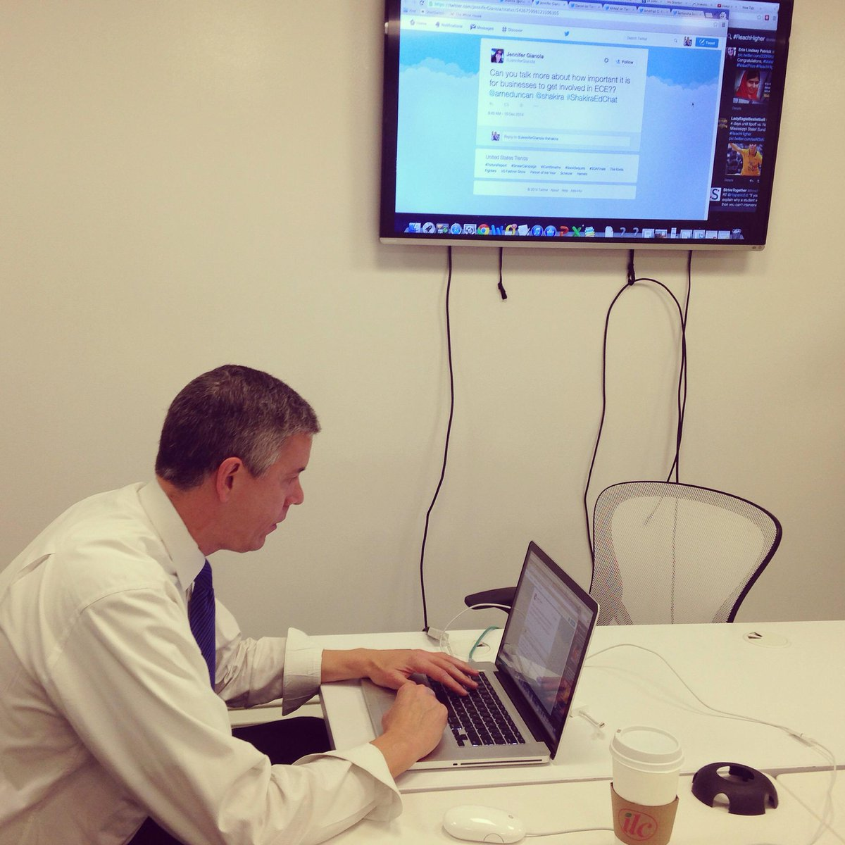 Thumbnail for Shakira and Secretary Duncan take to Twitter for a Q&A on Early Education