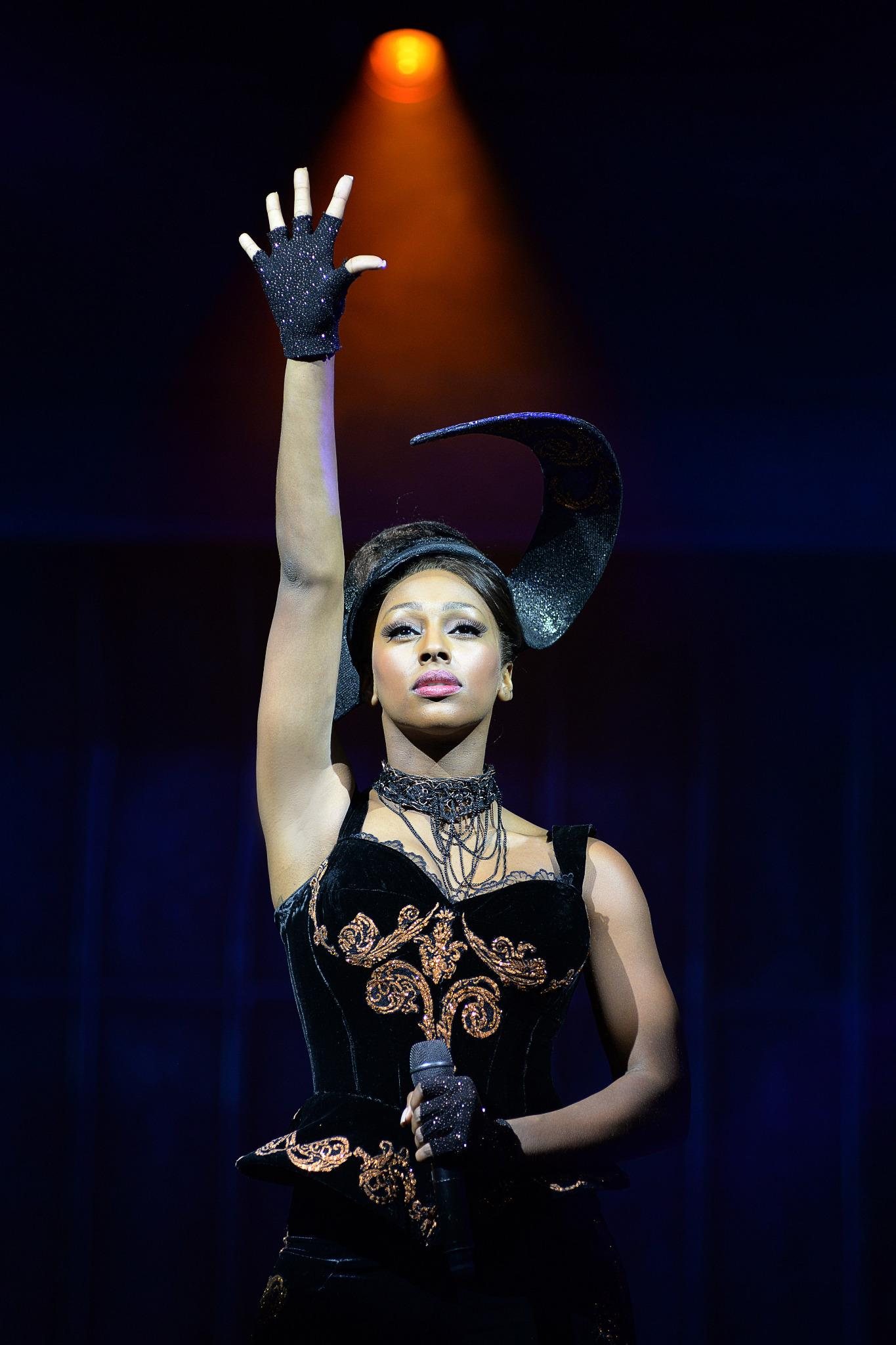 RT @TheBodyguardUK: Our Rachel Marron @alexandramusic during 'Queen Of The Night'. http://t.co/WcpyFYXeTL http://t.co/usBdNRIq6b
