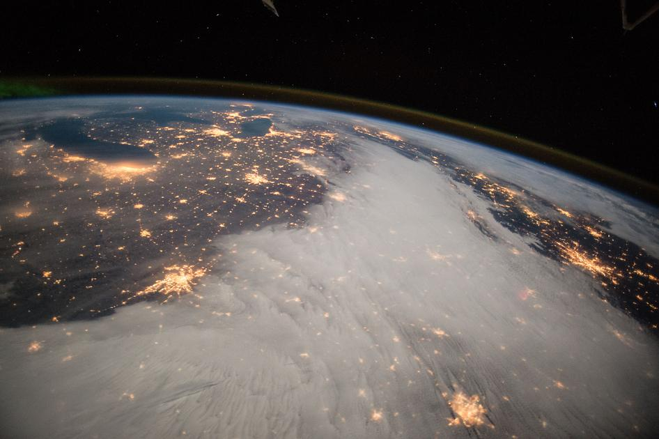 Great Lakes & central US viewed from @Space_Station.  Snapped by #AstroButch on Dec 7: http://t.co/9rOewFGK6D #ISS http://t.co/e4p3acwUxU