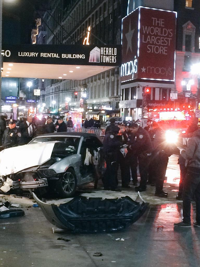 #BREAKING: multiple injuries when car jumped curb at #HeraldSquare; at least 6 hospitalized. @ABC7NY http://t.co/Qm8xh4rjgm