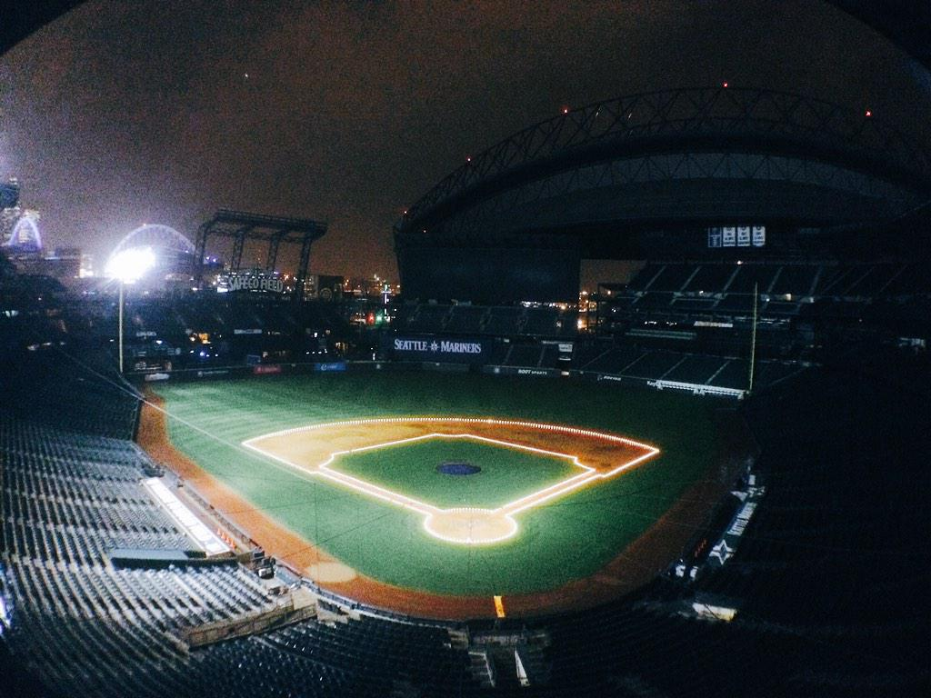 mariners on twitter the diamond is lit up for the holidays