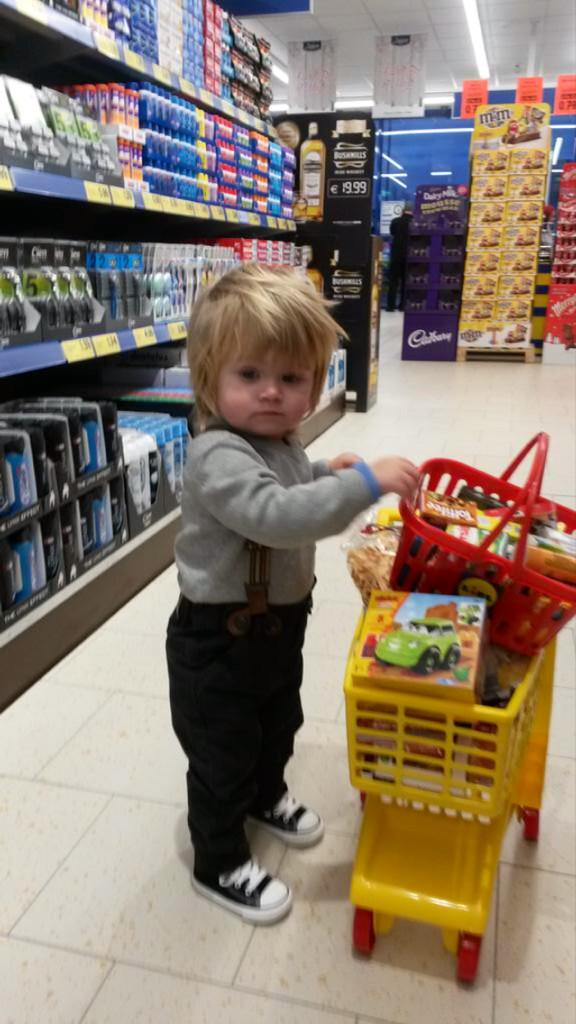 How cute is @TheoHOfficial_ who was at the @lidl_ireland store opening in mullingar with his dad @Greghoran87