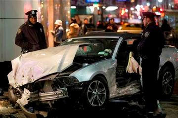 Car jumps curb in midtown Manhattan, injuring 7 http://t.co/t3asH1BPR8 #vegas http://t.co/ZKzoyZUL8c