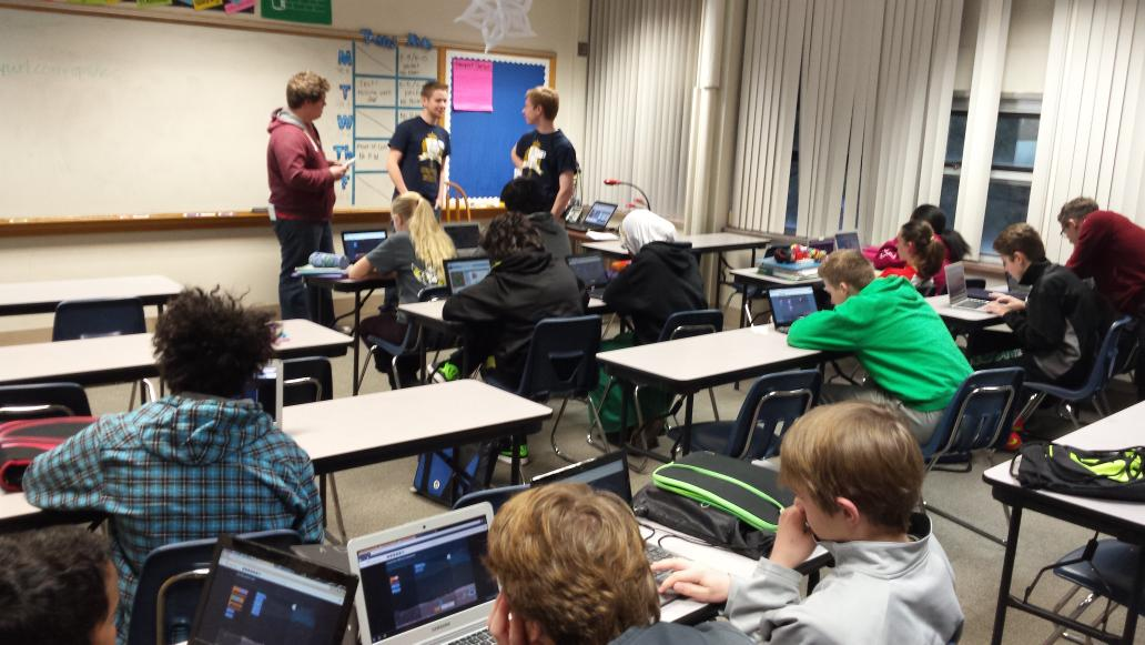 EHS AP Comp Sci students leading 7th graders at SVMS through #hourofcode #isd273 http://t.co/sdZMcBSPHd