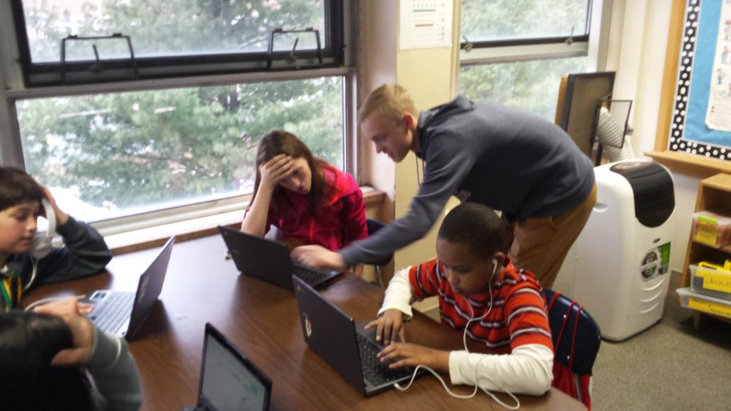 6th graders coding away! #hourofcode http://t.co/jMjL7f5imM