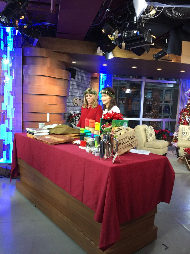 Great to see @erinireland with foodie gifts at @CTVMorningLive right now! Love the crowns from @gpflowers http://t.co/txatrob6OS