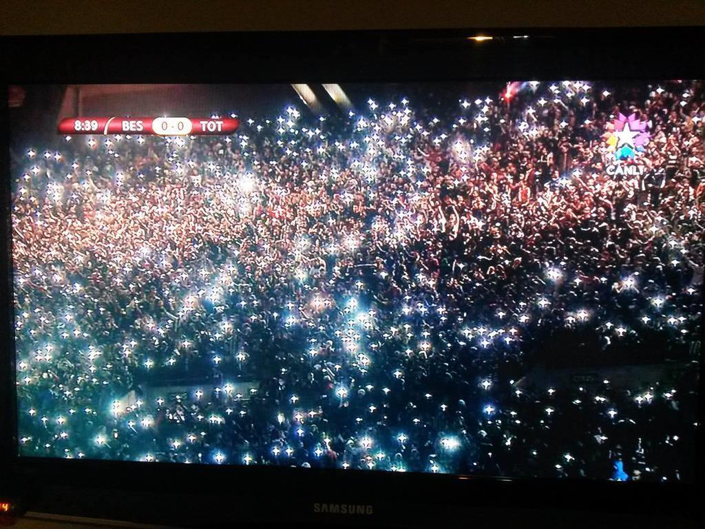 Beşiktaş ışıktır içimizi aydınlatan. http://t.co/lO0Byv2xCD