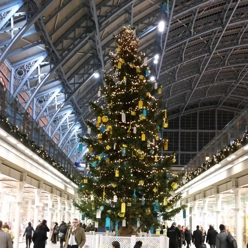 #StPancras Station is mega, so obviously it has to have a mega #Christmastree. This is it. #neverknowinglyunderstated http://t.co/Pvy1PR4tgi