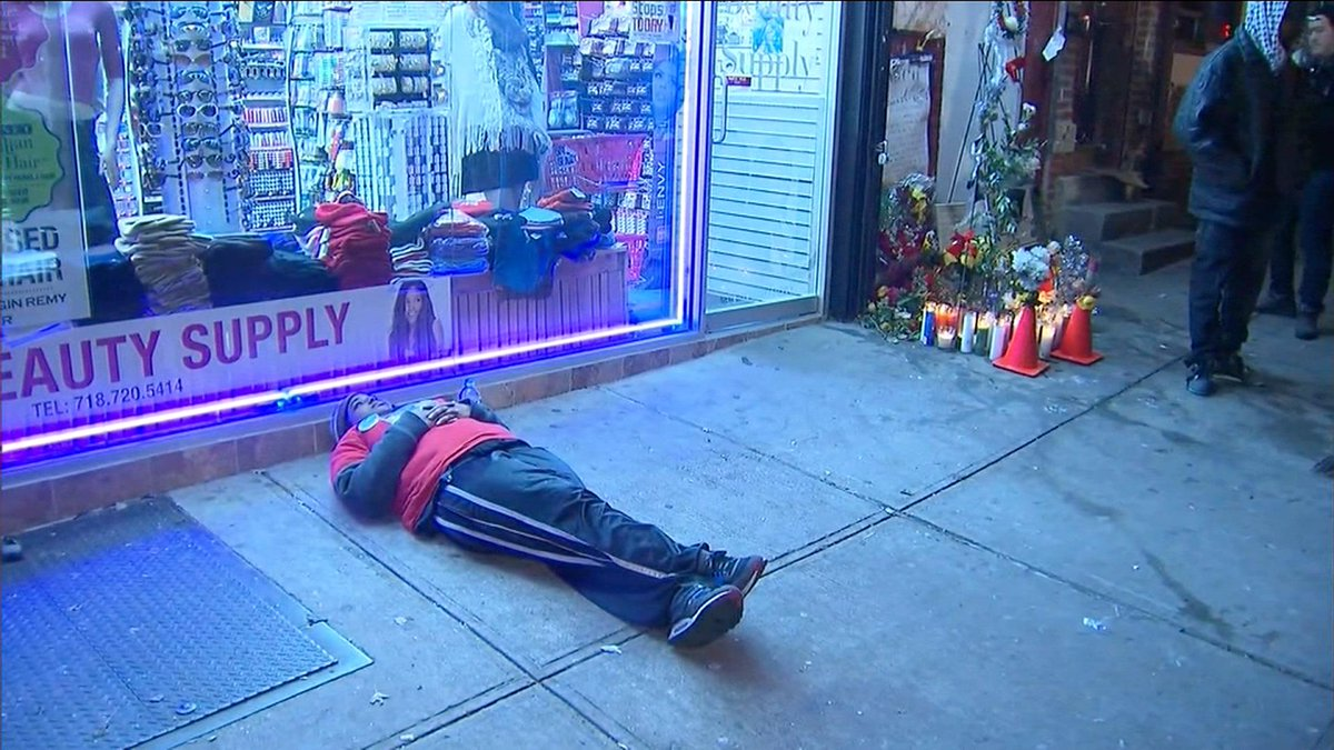 JUST IN: Eric Garner's daughter stages a 'die-in' in same spot her father was taken down http://t.co/xEKulRW4E6 @CNN http://t.co/feEi0DxXbz