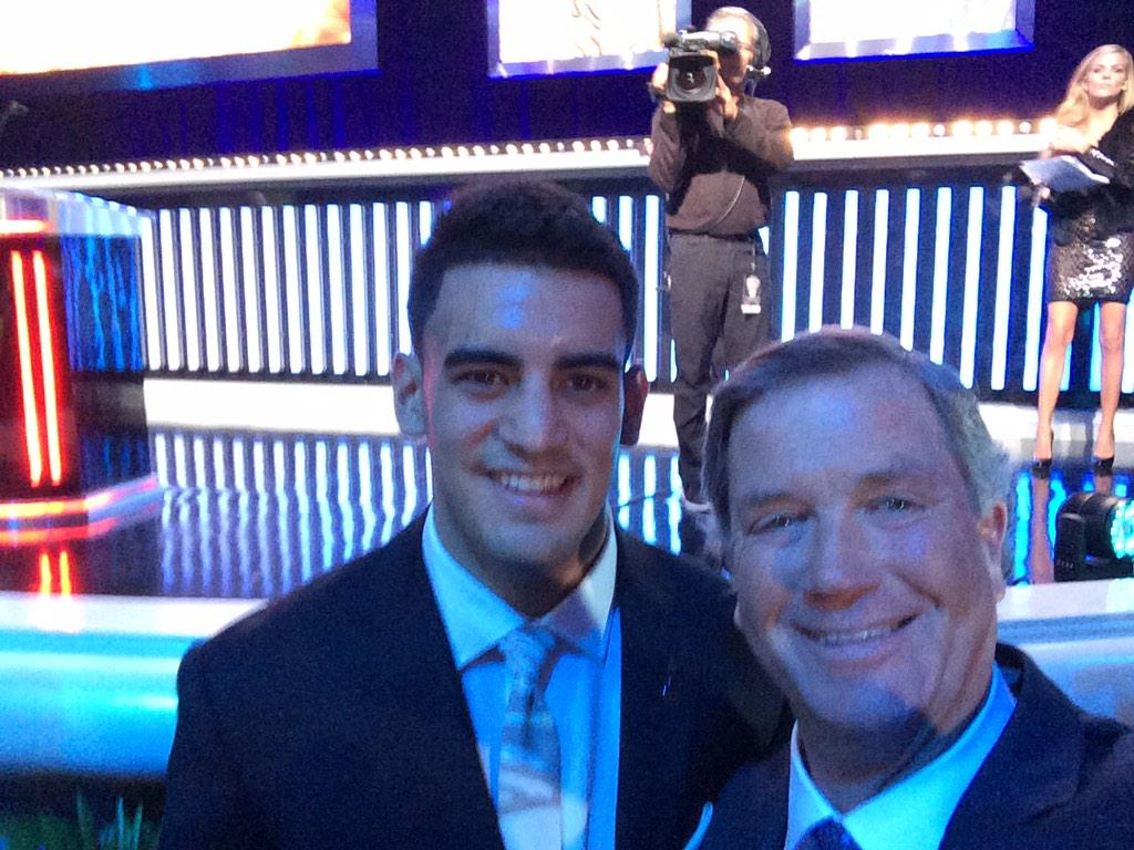 Quick selfie with Marcus Mariota at tonight's College Football Awards!! #GoDucks http://t.co/QPmC9AnAct