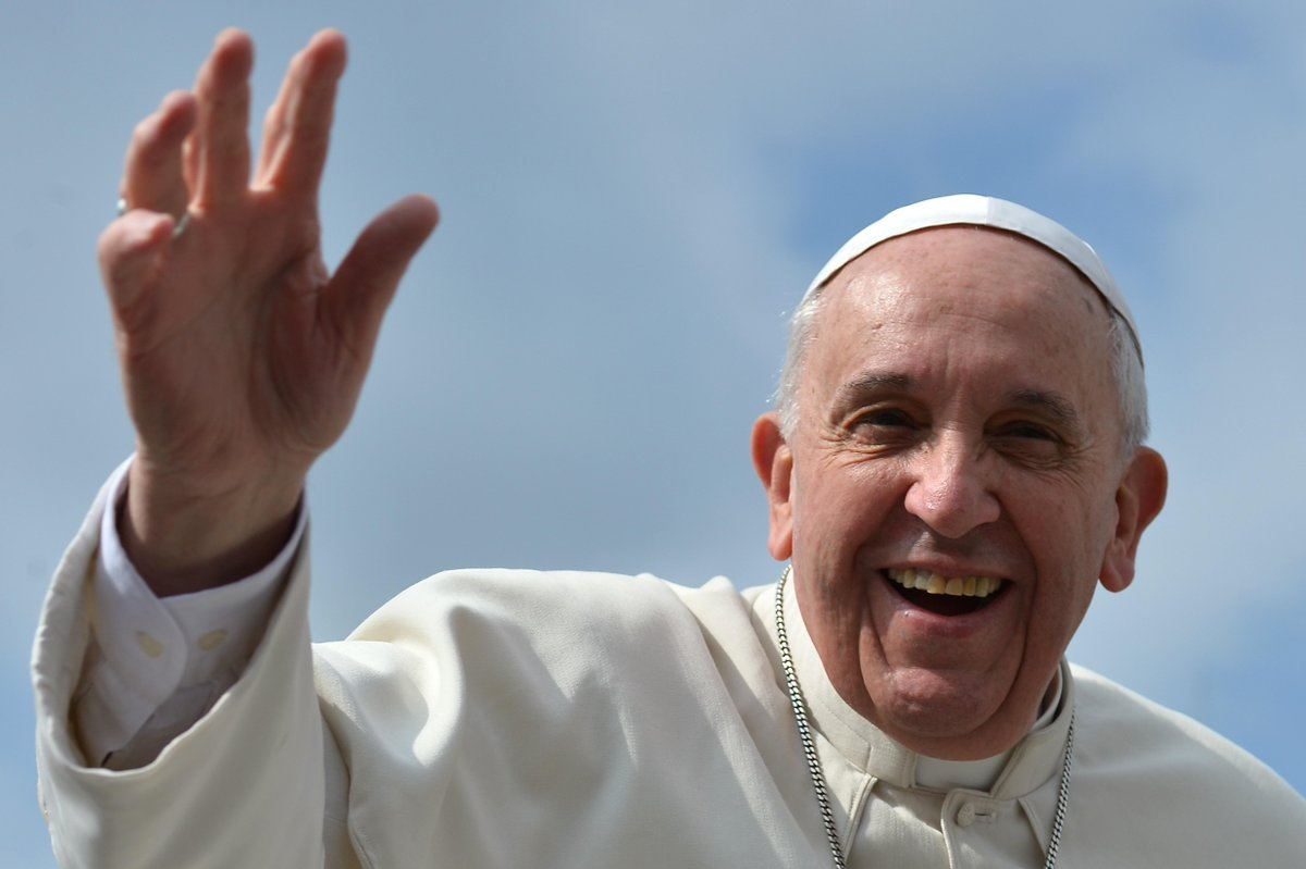 """""""@Estadao: Cães vão para o céu, diz papa (@Pontifex_pt) a menino que perdeu cachorro http://t.co/2Tqq655GN1 http://t.co/AQfbhH6EWN"""""""