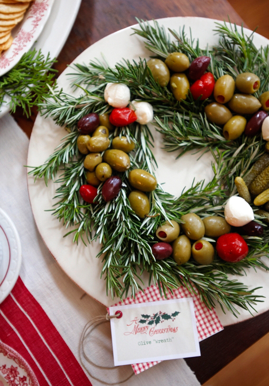 The prettiest way to serve olives at a party: http://t.co/oi8o9Pkwlb http://t.co/bvnhBJC7Sg