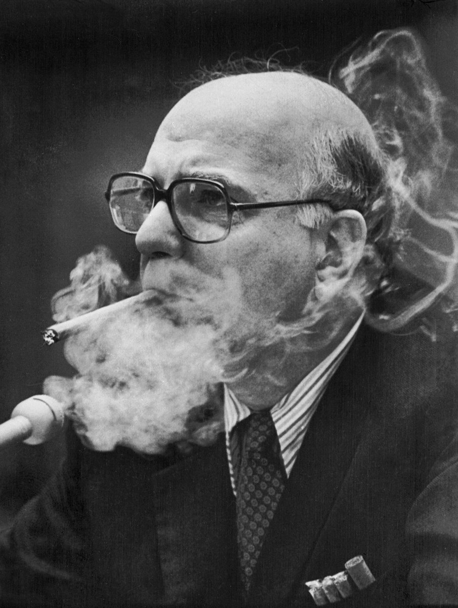 Congress was better in 1980: Paul Volcker testified with 5 cigars in mouth, pocket, wrappers (h/t @FloydNorris3) http://t.co/jLuP1JrbDu
