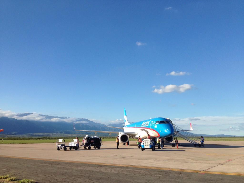 Aterrizados!Comienza #LaRiojaBlogtrip con @WenceslaoB de la mano de @SecTurLaRioja 😃 muy lindo vuelo @Aerolineas_AR! http://t.co/1HWhez8d6h