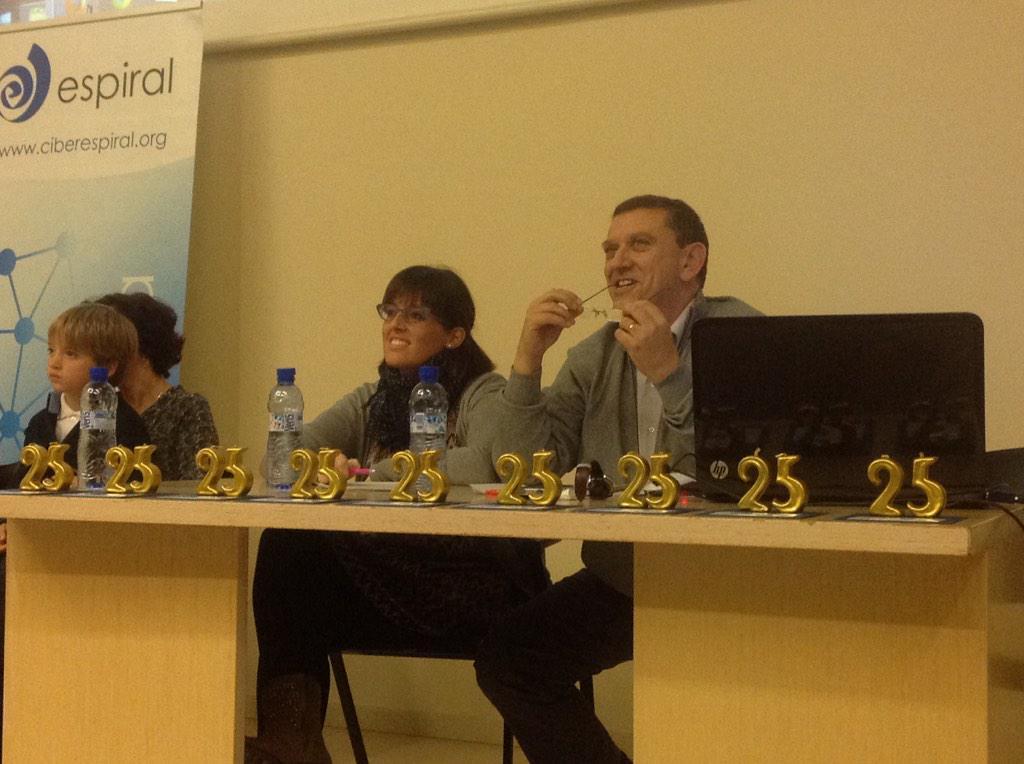La presencia de @xsune y @Marta_JN brilla tanto como los 25 #JEspi25 http://t.co/g1MoGdF1EC