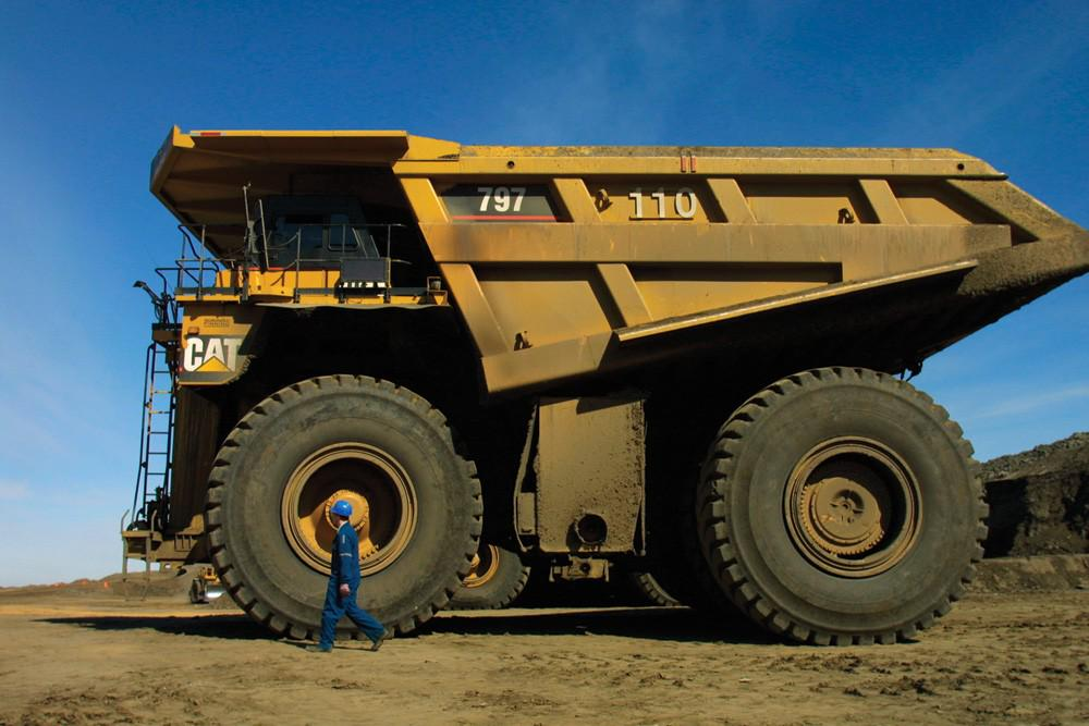 Whoa. Whoa. A truck and operator in #Alberta's #oilsands OGFJ's #PhotooftheDay http://t.co/Hhv6k8tqLz http://t.co/KfUnwiMVLG