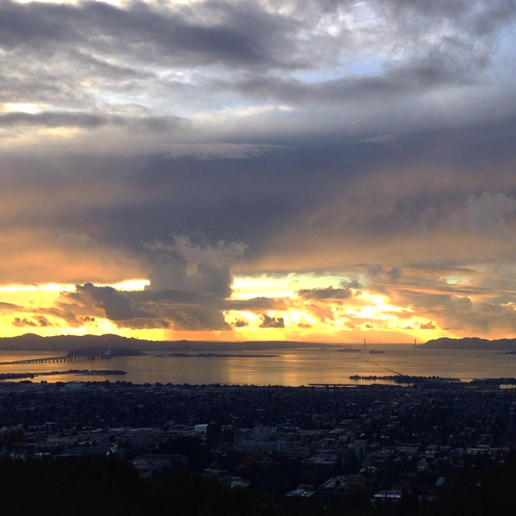 A gorgeous after-the-rain view of #sf seen from the Lawrence Hall of Science at #UCBerkeley. #hellastorm #alwayssf http://t.co/wsoqHIMpij