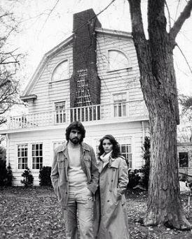 Familia DeFeo na casa de Amityville.