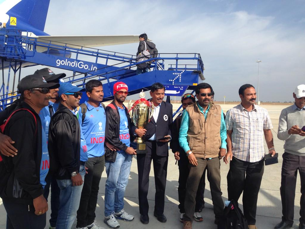 The World Cup winning india Blind Cricket Team was on our flight. And indigo actually had a Braille menu http://t.co/h0xx3svqR0