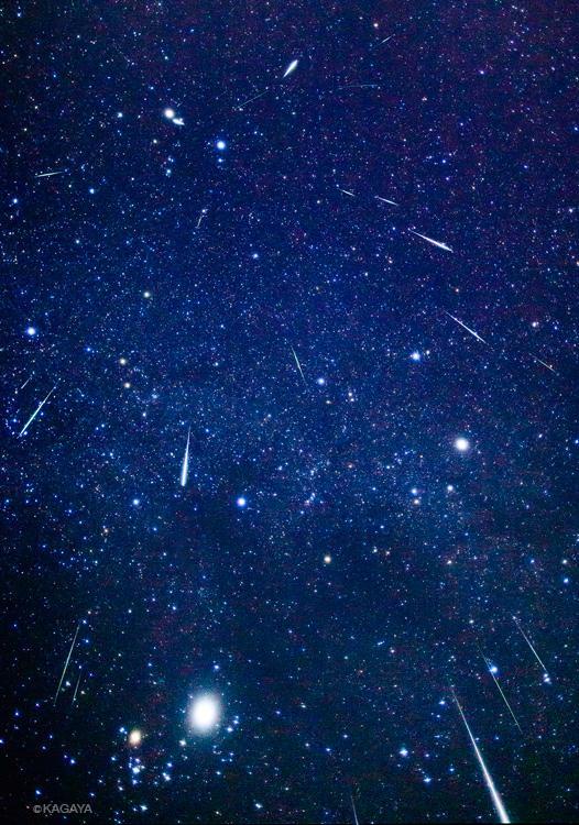 ふたご座流星群がピークを迎え、今夜と明晩、流れ星を見る絶好のチャンスです。時間は20時〜夜明けで、深夜多くなります。方角はどちらでもOK。空の開けた場所で。写真は2012年のふたご座流星群で、90分間に流れた流星です。 pic.twitter.com/6nmN7GQH4E