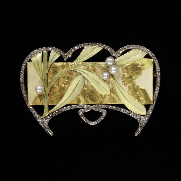 My tweet of the week: a jewelled sprig of (art nouveau) mistletoe, symbol of winter http://t.co/UaZrPIrbof @V_and_A http://t.co/Lbp7lbDUMO