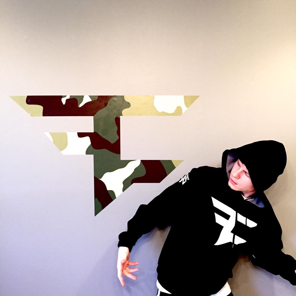 Faze Clan On Twitter We Just Set Up Our Wall Decals Pick Yours Up