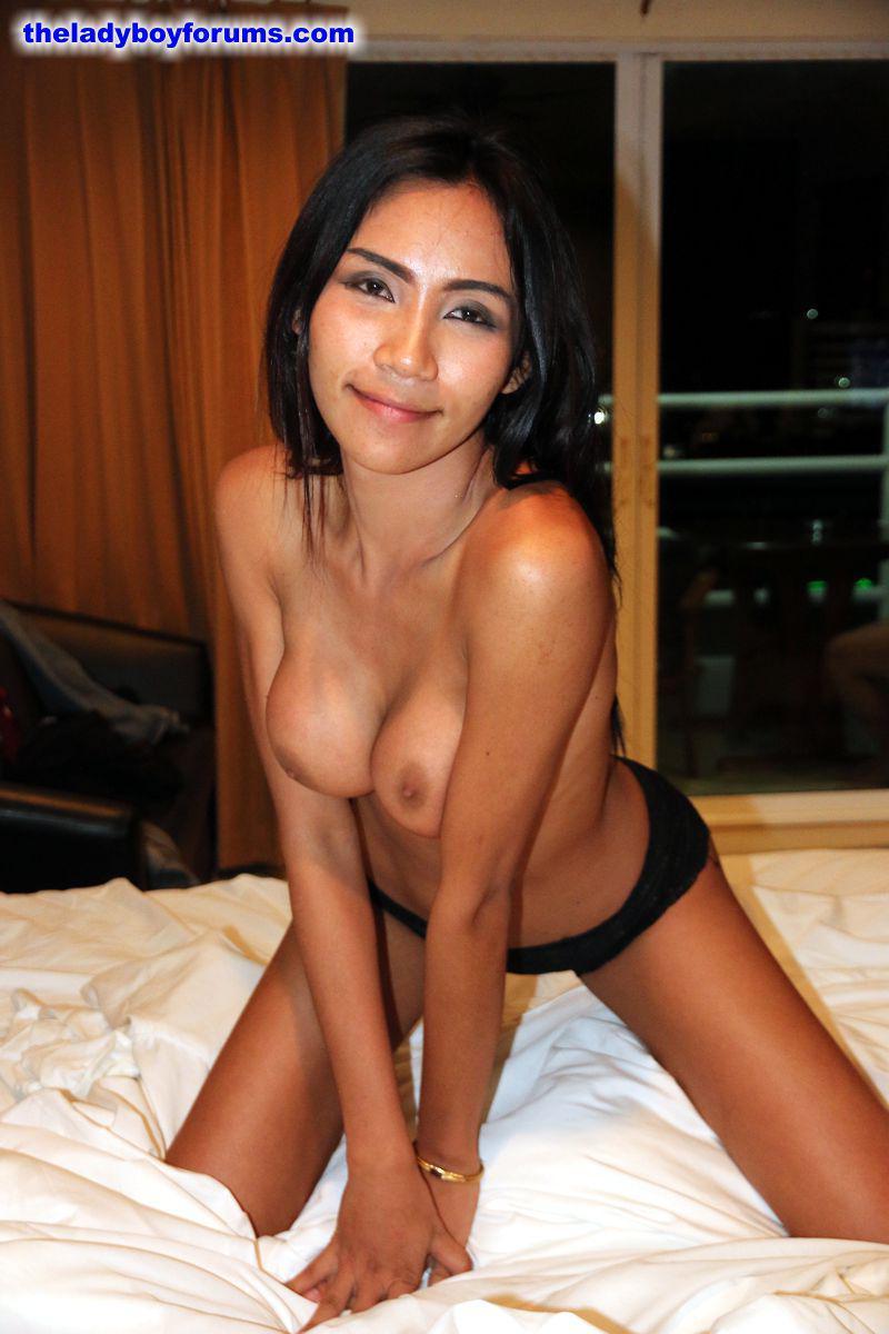 Thailand ladyboy street-2495